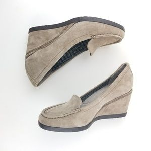 Naturalizer Sz 7.5 Paisley Gray Wedge Suede Shoes